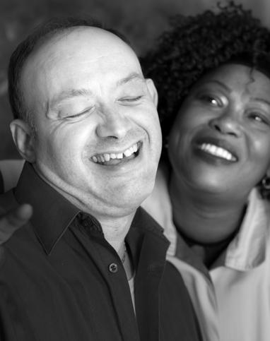 Fondation Anais medico social homme en situation de handicap et femme aide soignante