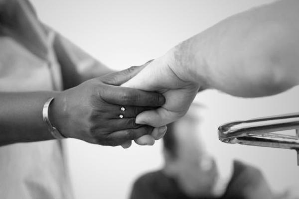 Fondation Anais soutiens tenir la main