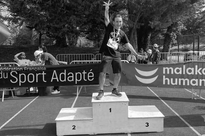 Michel CASANOVA, travailleur à l'ESAT ANAIS de Paris, Champion de France du 400 mètres sprint en Athlétisme – Sport Adapté
